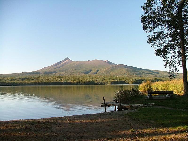 木道から湖畔に抜けたところからの眺め