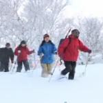 冬山をトレッキング